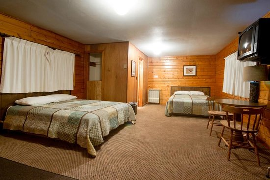 Cooke City High Country Motel: cabin#2[ 2 queens, mini fridge, microwave, coffe maker]