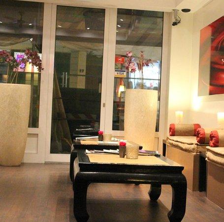 Ibis Styles Frankfurt City Hotel: Reception area