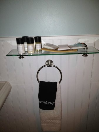 Woods Hole Inn:                   Bathroom Details