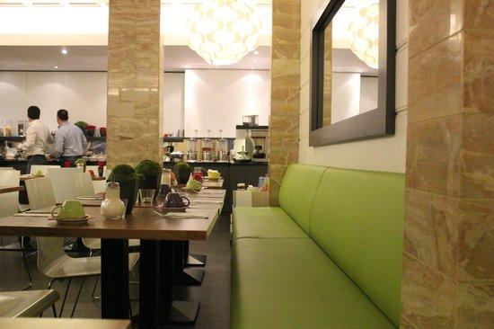 Ibis Styles Frankfurt City Hotel: Dining Area