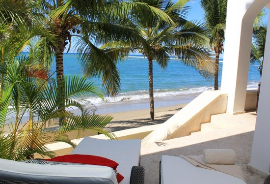 Beach Palace Cabarete: Beachfront deck with direct beach access from a ground floor unit