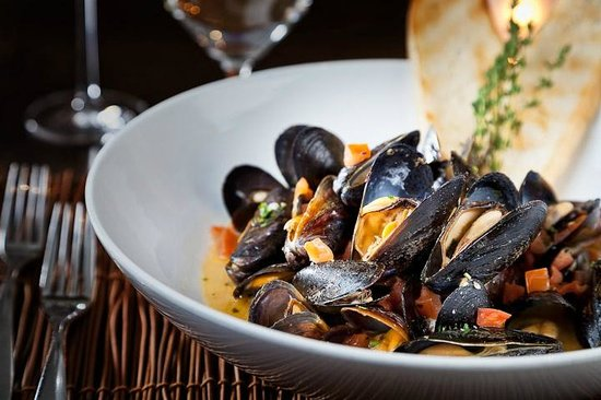 Hideaway Steakhouse: Provencal Blue Mussels