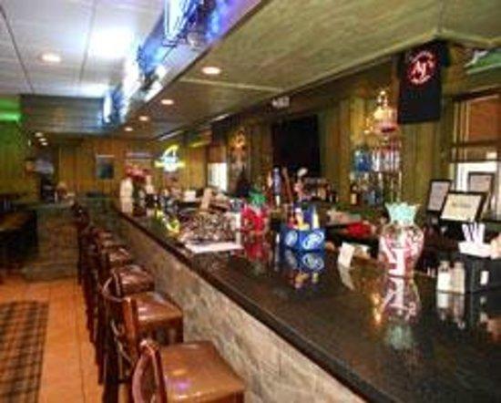 Aj's Sports Bar & Grill: Bar