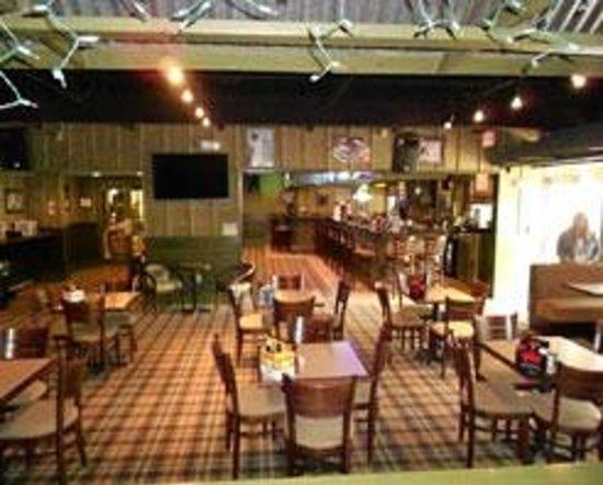 Aj's Sports Bar & Grill: Dining Area