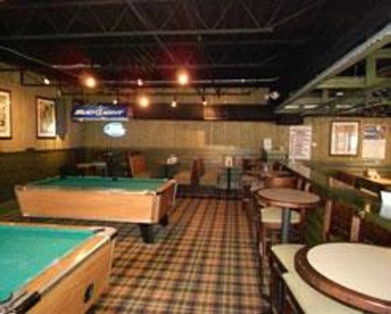 Aj's Sports Bar & Grill: Pool tables and dart boards