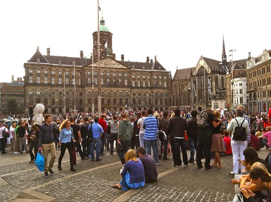 Carnival in dam square picture of dam square amsterdam for Dam in amsterdam