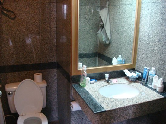 Sathorn Place:                                     Bathroom