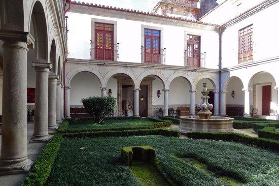 Pousada Mosteiro Guimarães: Innenhof
