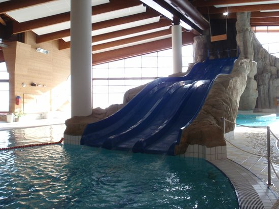 Le Lagon swimming-pool:                                     slide