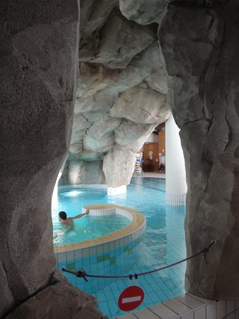 Le Lagon swimming-pool:                                     view inside