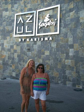 Azul Beach Resort Sensatori Mexico:                   THE NAME SAYS IT ALL - MARY AND FRAN
