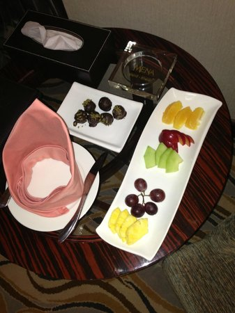 Four Points by Sheraton Riyadh Khaldia: Complementary Fruits with Yummmy Chocolate !