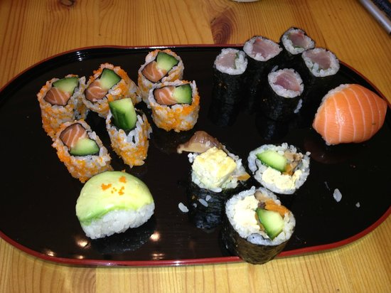 Yuki's Kitchen: Japanese Cooking Classes:                   My first attempts at sushi