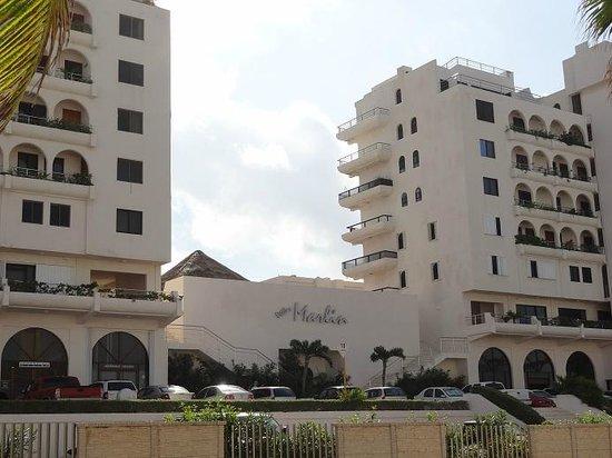 Villas Marlin:                   front of complex