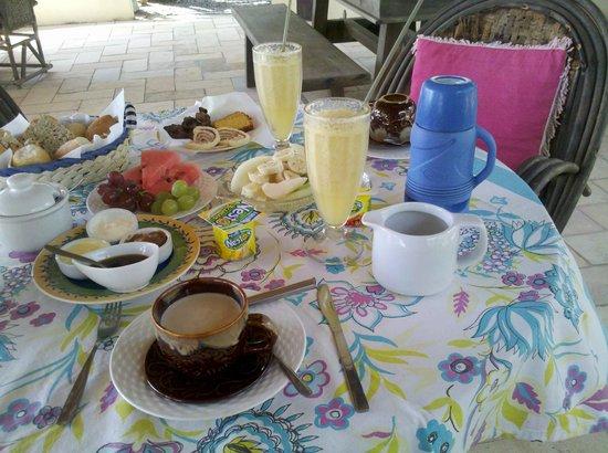 Maleleo Bed & Breakfast:                   Café da manhã farto