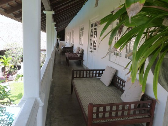 Galle Fort Hotel:                   verandah of Grand Apartment