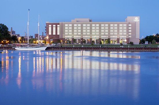 Riverfront Grille: DoubleTree hotel on Saginaw River