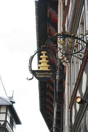 Barock-Café Anders:                   Kunstvolles Ladenschild