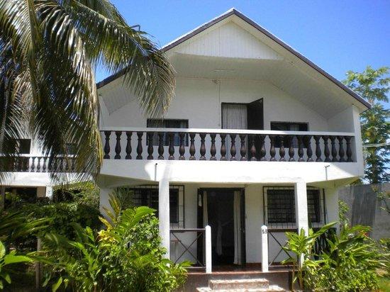 Generation Hotel:                   Le bungalow familial a Foulpointe