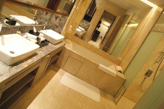 equarius hotela deluxe room swimming pool resorts world sentosa equarius hotel deluxe room picture of hotel