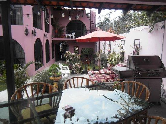 Lolita's Inn: Outdoor Kitchen