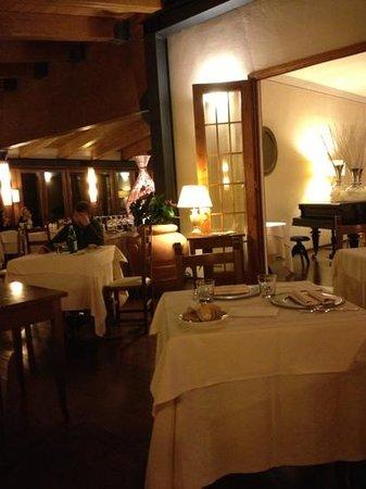 Hotel 2 Mari:                   sala ristorante... cena lume di candela