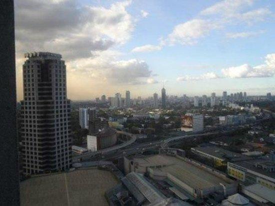 ฮอลิเดย์ อินน์ มะนิลา แกลเลอเรีย:                   View from my 23rd floor room