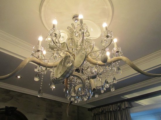 Cape Grace:                   Check out the Kudu horns woven into the chandelier.
