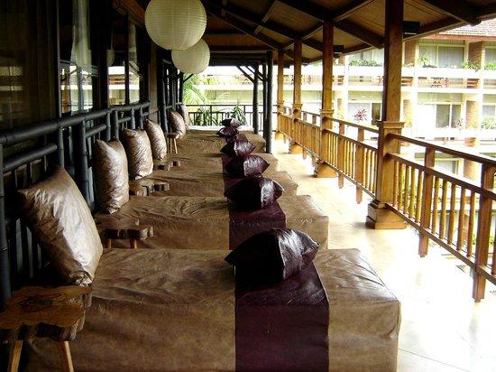 Raices Esturion Hotel:                   zona de descanso en la galeria