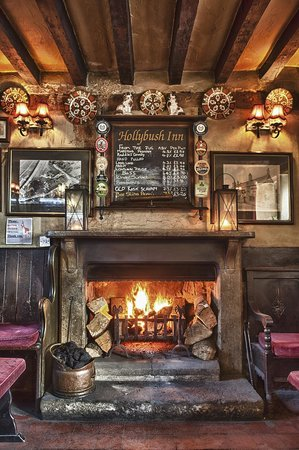 Holly Bush Inn: Main bar open fire