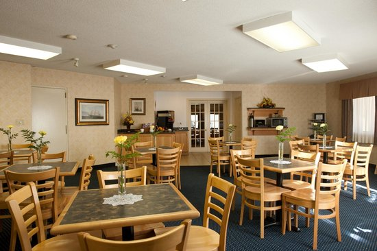 The Harbourfront Inn: Breakfast Dining Room
