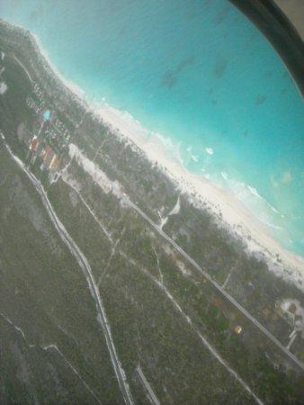 Playa Sirena:                   Sobrevolando Cayo largo