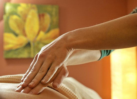 The Lakehouse Inn: Massage at the Spa