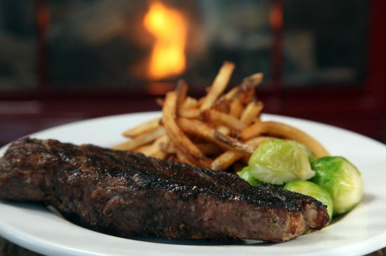 The Lakehouse Inn: Strip Steak Dinner at Crosswinds Grille