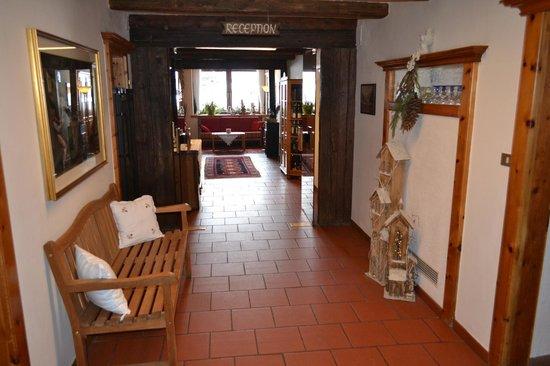 Berghotel Kasern:                   reception corridoio ingresso
