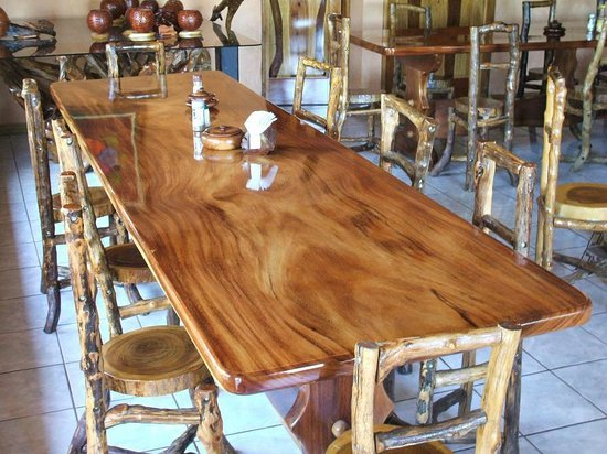 ‪مونتيفيردي روستيك لودج:                   Handcrafted massive solid hardwood table top