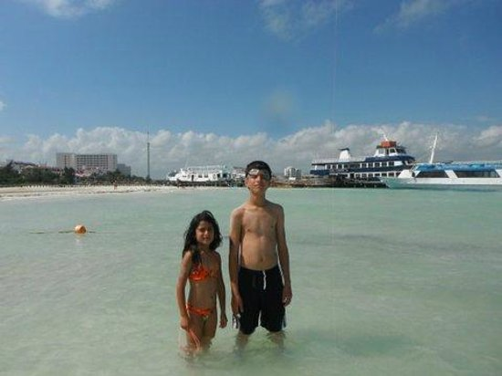 Casa Maya Cancun:                   la playa del asa Maya, atras el embarcadero
