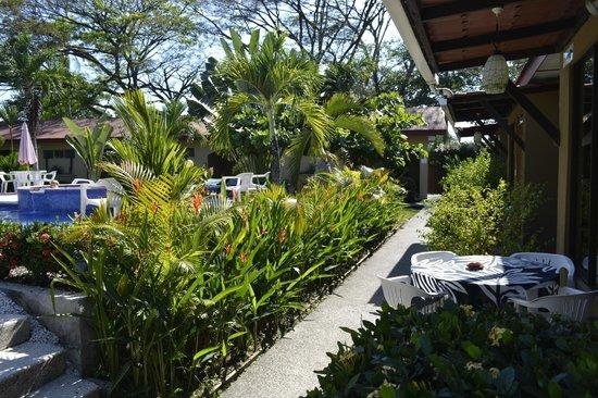 Hotel Villa Creole: Pathway to villas