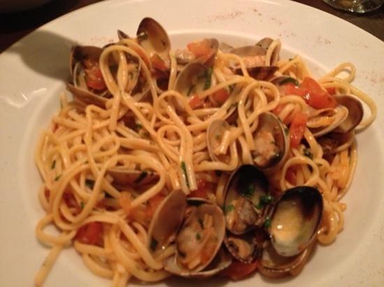 La Boussole Brassiere: clam linguine - good sized dish