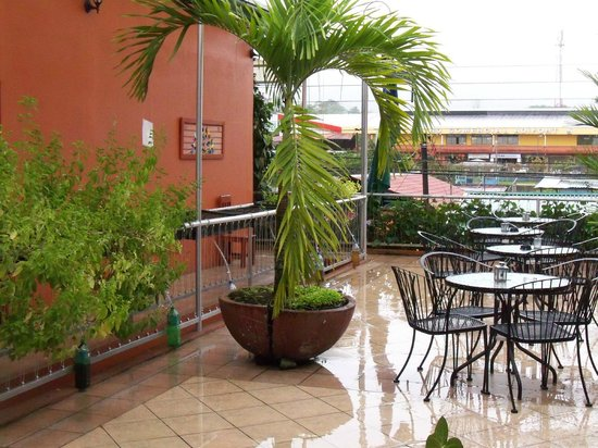 Hotel Las Colinas:                   Common seating area