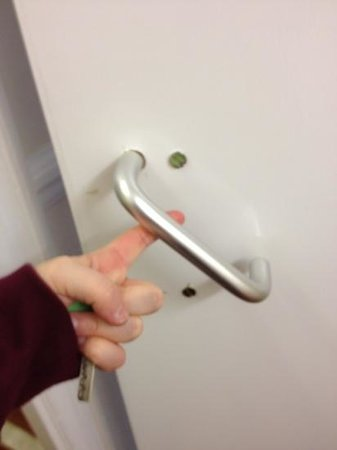 Istanbul EV Guest House:                   broken handle on fire door to stairs