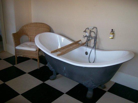 The Derby Arms :                   Roll top bath