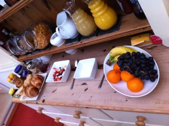 Valency B&B:                   Breakfast