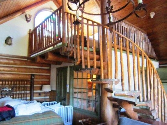 Big Cedar Lodge:                   Cabin with loft bedroom