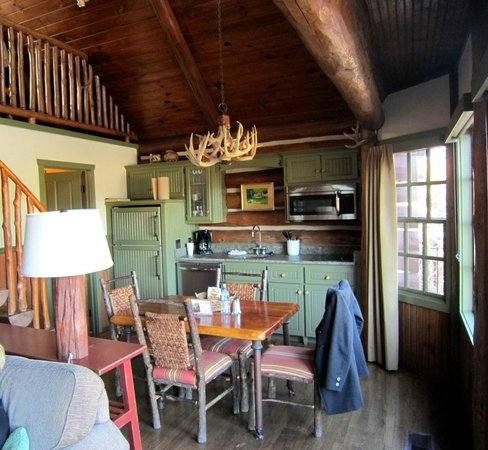 Ridgedale, MO:                   Cabin kitchen