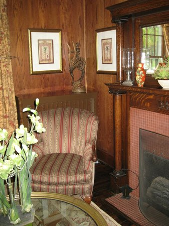 Maplewood Hotel: Parlor