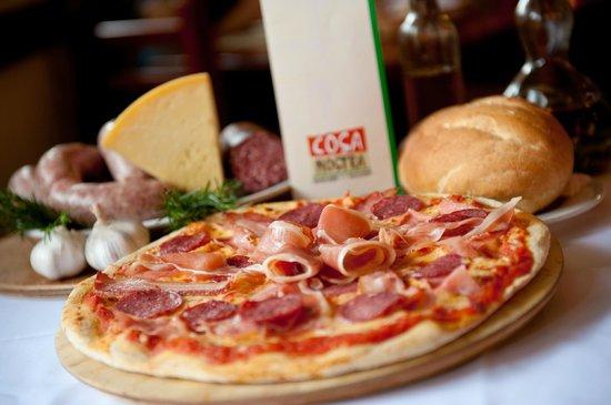 Cosa Nostra Trattoria Pizzeria : Pizza 4 Salumi