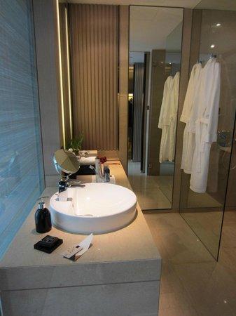โรงแรมโอกุระ เพรสทีจ กรุงเทพ:                   Bathroom