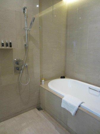 โรงแรมโอกุระ เพรสทีจ กรุงเทพ:                   Bath