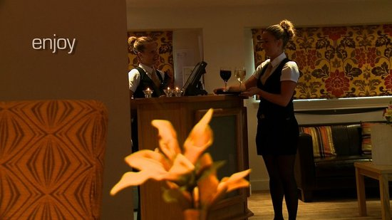 The Britannia Inn: Service with a smile